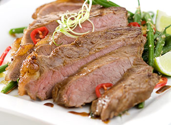 Oriental steak with chilli and garlic green beans